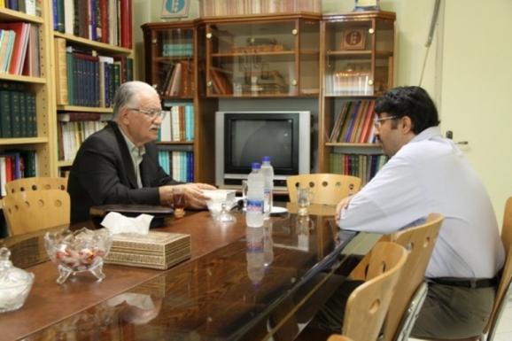 دکتر عباس ماهیار و دکتر اکبر ایرانی، مدیرعامل مرکز پژوهشی میراث مکتوب