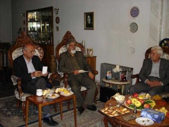 از راست: توفیق سبحانی، جمشید کیانفر و زنده یاد محسن جعفری مذهب در منزل زنده یاد استاد محمدامین ریاحی