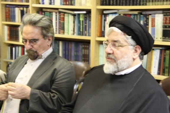 از راست: حجت الاسلام والمسلمین سلمان صفوی و منوچهر صدوقی سها