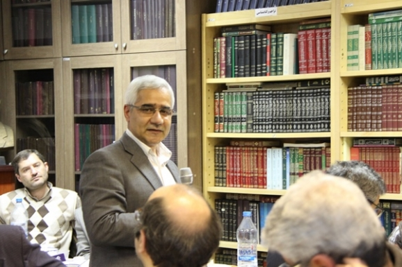 منصور صفت گل - استاد دانشکدۀ تاریخ دانشگاه تهران