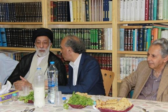از راست: عبدالحسن بصیره، محسن کوهستانی و آیت الله سید هادی خامنه ای