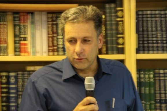 محمد حکیم آذر - عضو هیئت علمی گروه زبان و ادبیات فارسی دانشگاه آزاد اسلامی شهرکرد
