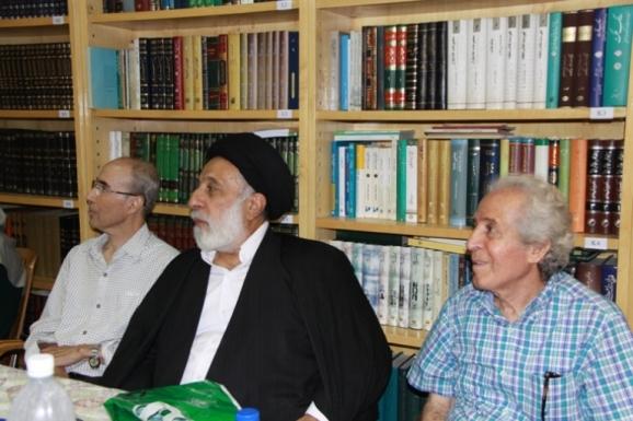 از راست: علی بلوکباشی، آیت الله سید هادی خامنه ای و علی اشرف صادقی