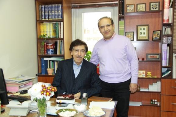 از راست: سید سعید میرمحمدصادق و علی اشرف مجتهد شبستری دیپلمات ایرانی و نخستین سفیر ایران در تاجیکستان