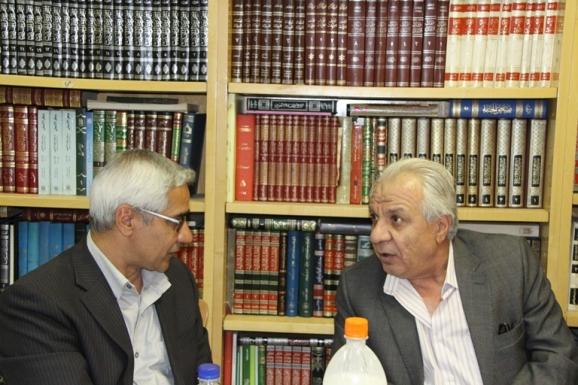 از سمت راست دکتر محمدابراهیم ذاکر و دکتر منصور صفت گل