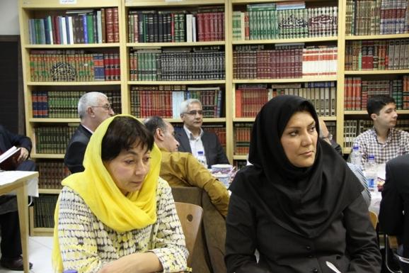 از سمت راست فریبا افکاری و  فیروزه عبداللهیوا پژوهشگر و عضو هیئت علمی گروه دانشگاهی مطالعهی آسیا و خاورمیانه