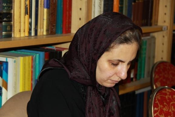 پرستو ولدخان - مسئول بخش نابینایان کتابخانه حسینیه ارشاد