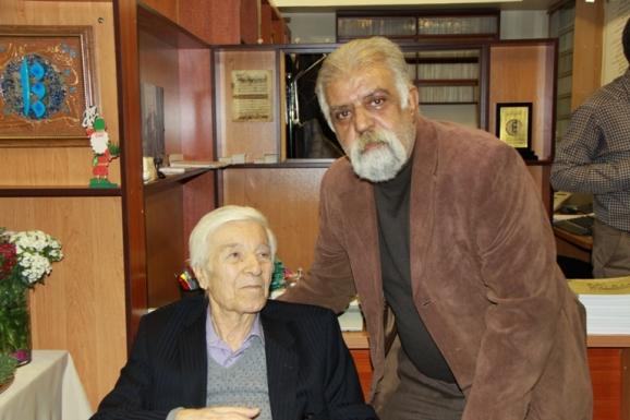 از راست: جمشید کیانفر و استاد احسان اشراقی